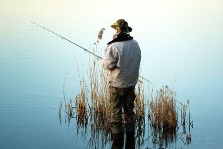 pescador: En un lago de pesca  Foto de archivo