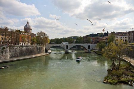 tiber: Tiber river in Rome