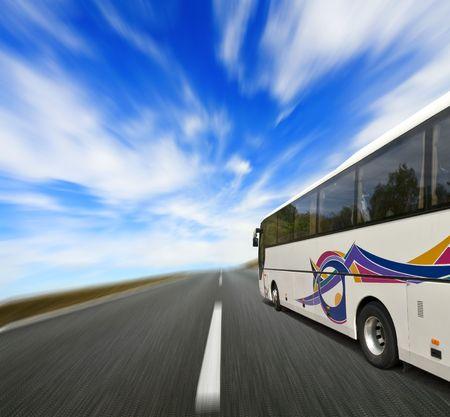 passenger buses: Autob�s de gira con el movimiento de desenfoque