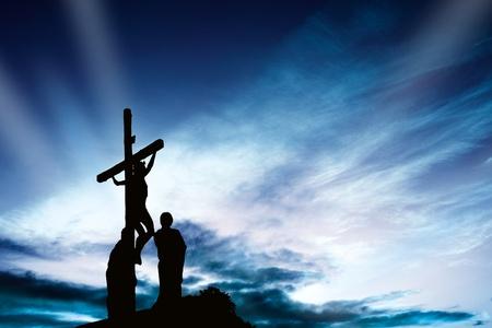 simbolos religiosos: Cruz al atardecer Foto de archivo