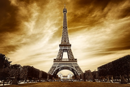 Eiffel tower in Paris Stock Photo - 9571328
