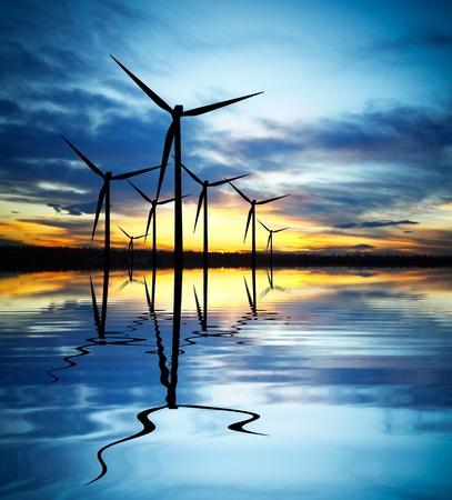 Énergie éolienne au coucher du soleil