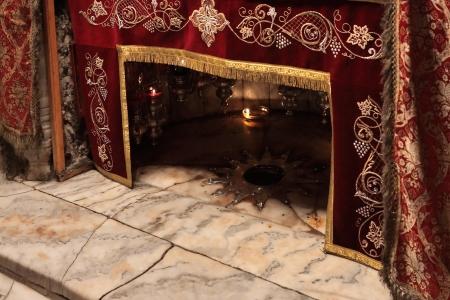 Een zilveren ster markeert de traditionele plaats van de geboorte van Jezus Stockfoto