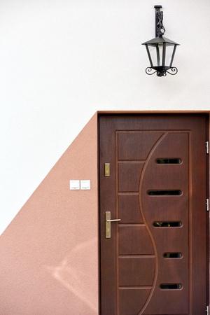 outdoor lighting: Outdoor door and hanging lighting