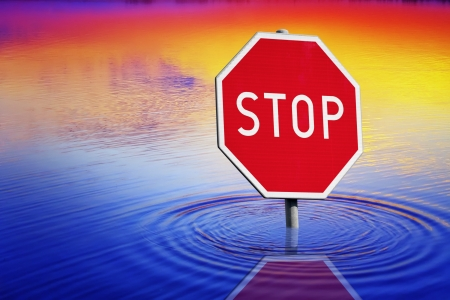 overflowing: Stop sign at water Stock Photo