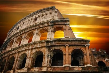 日の出のローマ時代のコロシアム 写真素材