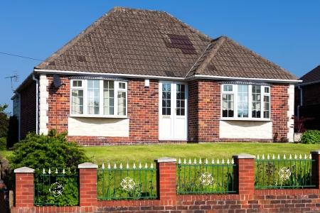 庭のある典型的な英語の家