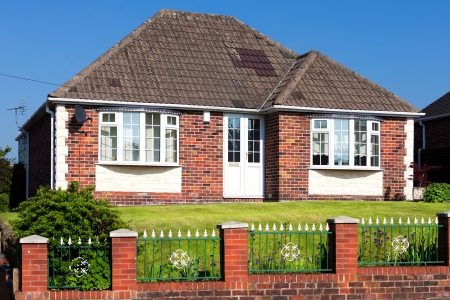 domestic garage: Typical English house with a garden