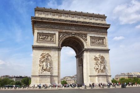 charles de gaulle: Famous Arc de Triomphe in Paris