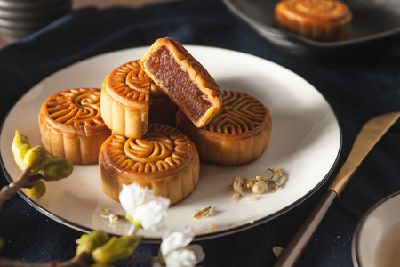 Moon cakes close up view 版權商用圖片 - 93211865