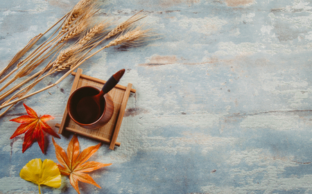 Creative autumn tabletop placement Stockfoto