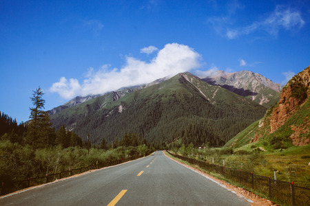 Highland Road and high mountain Reklamní fotografie