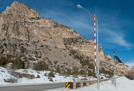 Mountain Road Access Gate:  A tall gate regulates winter travel in the Bighorn Mountains of Wyoming. Banco de Imagens - 72449494