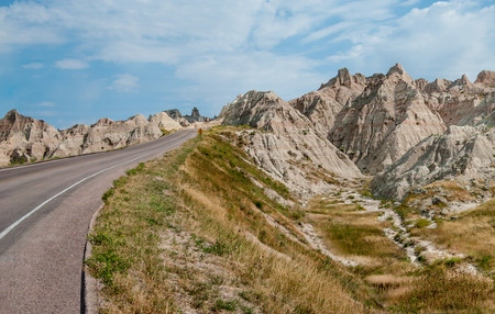 Road Through the Badlands:  A narrow road travels among the rock formations in Badlands National Park 版權商用圖片
