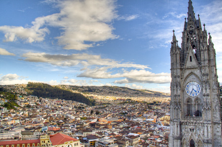 View over the city of Quito, Ecuador Фото со стока - 25957086