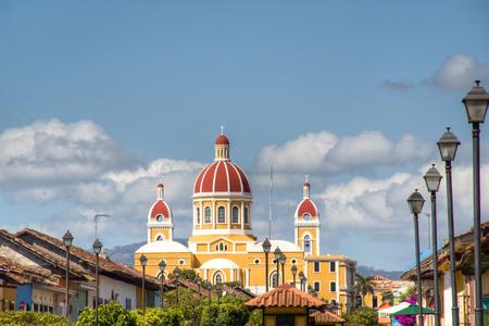 グラナダ、ニカラグアのアイコンは、その赤瓦の屋根と、グラナダの大聖堂