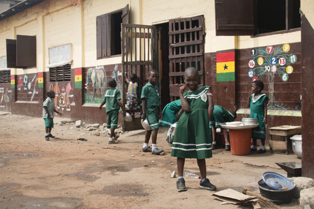 ACCRA, GHANA - JANUARY 2016: School children in front of their school in Jamestown, Accra, Ghana Редакционное