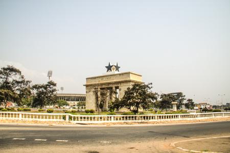"""independencia: El Arco de la Independencia de la Plaza de la Independencia de Accra en Ghana. Con la inscripción """"Libertad y Justicia, AD 1957"""""""