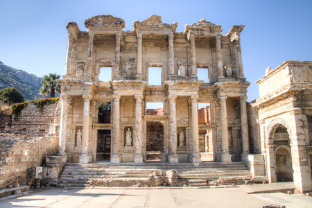 The ruins of Celsus Library in the ancient Greek city Ephesus near the town of Selcuk in Turkey Foto de archivo