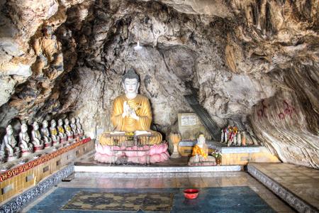 Buddha statues in the Bayin Nyi cave in Hpa-An in Myanmar Фото со стока - 120168069