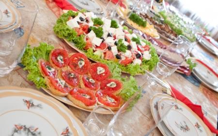 Restauration complète de la table des aliments appétissants Banque d'images