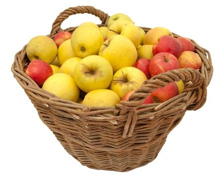 Panier de pommes délicieuses (Jonagold et Golden Delicious), isolé sur fond blanc Banque d'images