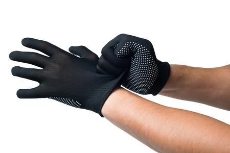Constructor handen zetten op zwarte werkhandschoenen. geïsoleerd.