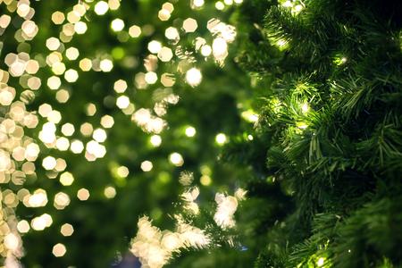 Close-up van een groene kerstboom.