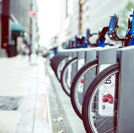 Huur van blauwe fietsen in New York Stockfoto