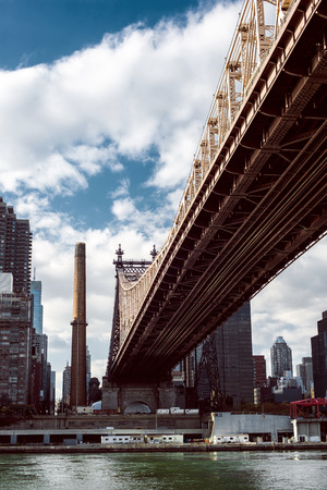 roosevelt: The Roosevelt Island Bridge is a lift bridge that connects Roosevelt Island in Manhattan to Astoria in Queens, crossing the East Channel of the East River