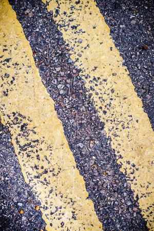 znak drogowy: Podwójna linia znak drogowy