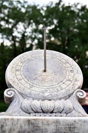 reloj de sol: China, reloj de sol, había sido popular hasta los relojes mecánicos fueron introducidos en China.