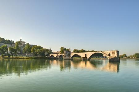 De pausen Brug van de oevers van de rivier de Rhône in Avignon Frankrijk