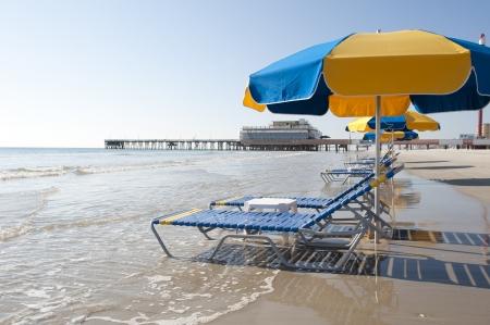 florida beach: Lounges and Umbrellas on the best tourist destination, Daytona Beach, Florida
