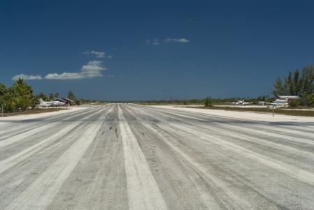 Privaten Flughafen auf Cat Island Bahamas Standard-Bild - 14762606
