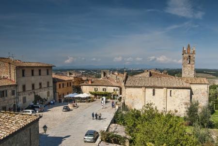 Luftaufnahme des mittelalterlichen Dorfes Monteriggione Toskana Editorial