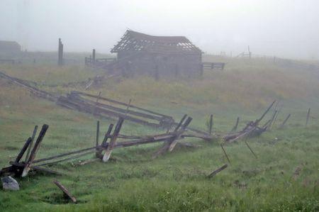 abandoned shack Imagens