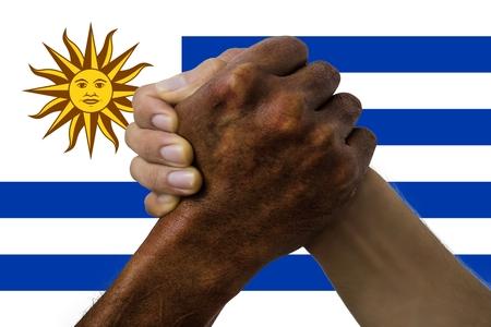 drapeau de l'uruguay, intégration d'un groupe multiculturel de jeunes.