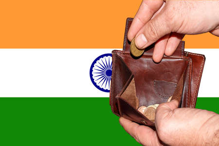 empty wallet shows the global financial economic crisis triggered by the corona virus in India Banque d'images