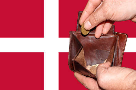 empty wallet shows the global financial economic crisis triggered by the corona virus in Denmark. Banque d'images