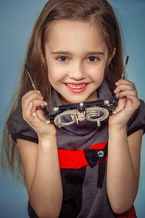 Optician. Young girl undergoing eye test 版權商用圖片