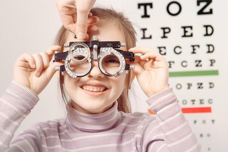 Optician. Young girl undergoing eye test Zdjęcie Seryjne