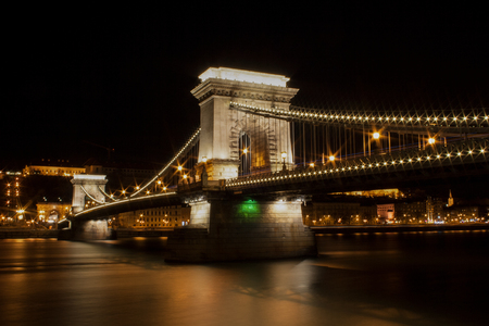 Chain Bridge in Budapest, the capital of Hungary at night Banco de Imagens