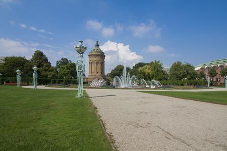 Fountains At Friedrichsplatz With Mannheim Water Tower Standard-Bild
