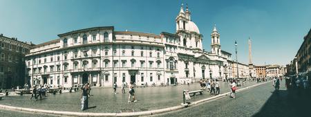 Piazza Navona wide angle Redakční