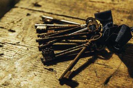 Rusty keys Reklamní fotografie - 99842762