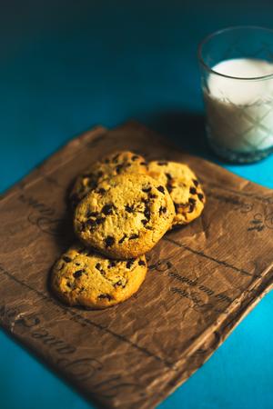 Moody cookies and milk Reklamní fotografie - 101093674