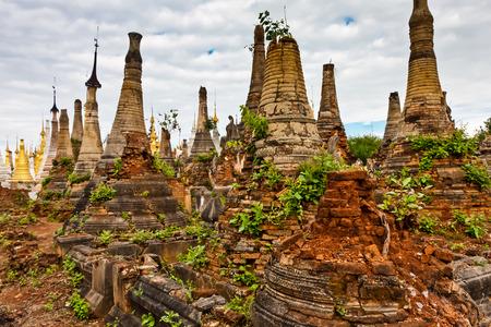 Shwe Inn Dein Pagoda, Shan State, Myanmar Imagens