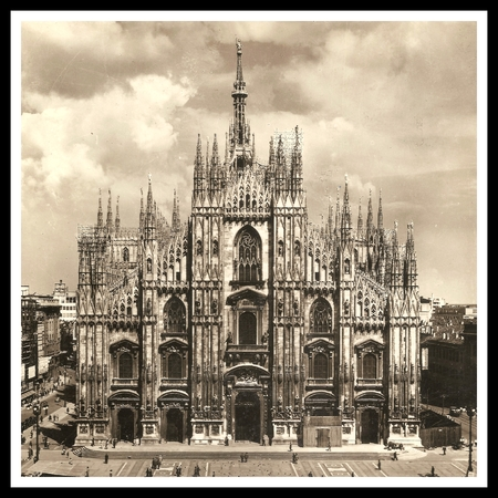 MILAN (Italy) Cathedral-Basilica of the Nativity of Saint Mary - Antiquing Style Photo with Black and White Frame Imagens