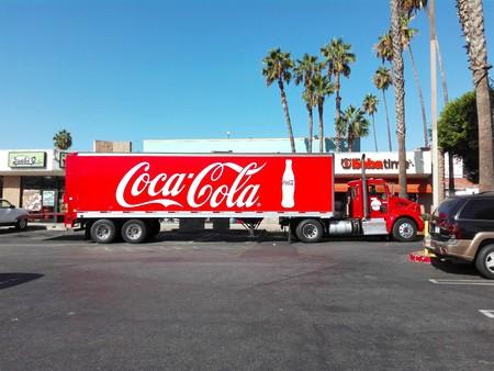 HOLLYWOOD, Los Angeles, California - September 19, 2018: COCA-COLA Truk in HOLLYWOOD Cherokee Plaza on Sunset Blvd Editöryel